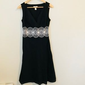 Loft dress with gorgeous detail in the middle.